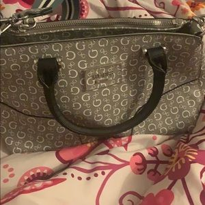 Selling this guess purse